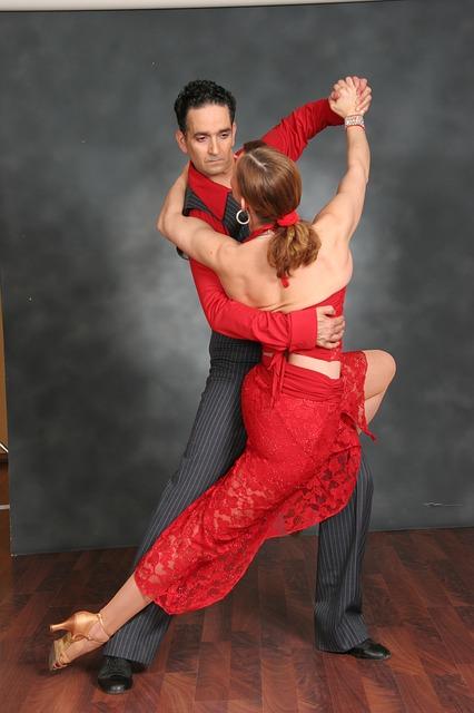Dance Class – Cosa guardare in una abbagliante lezione di ballo di salsa