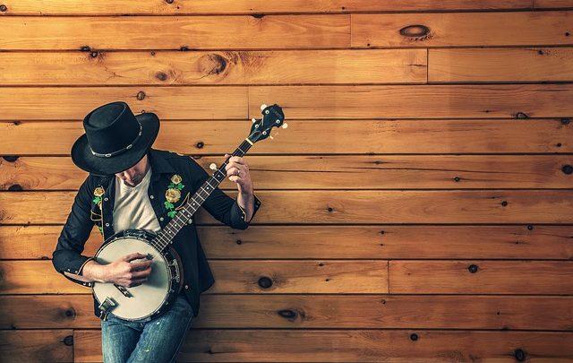 Classi di chitarra – Facile la scelta di suonare brani alla chitarra