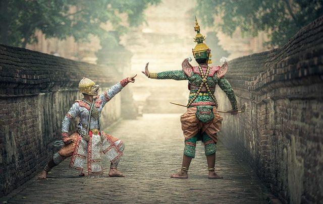 Una storia transitoria di maschere teatrali
